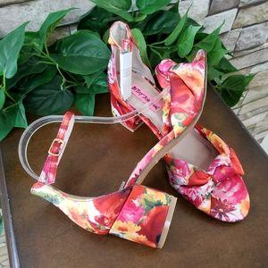 Betsey Johnson sz 7 floral ankle strap sandle
